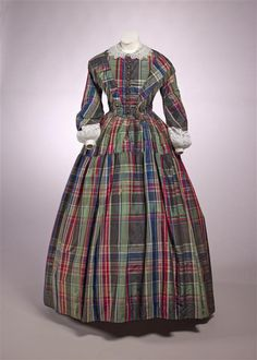 1845 Two-piece dress, bodice with pagoda sleeves and full skirt of green / red / blue / black plaid taffetas ref: 07222455