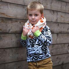 Toen lieve Lies mij vroeg of ik jullie eens wilde uitleggen hoe je een cirkelsjaal maakt, zei ik meteen JA! Afgelopen Femma-naaiweekend gaf ik een workshop voor beginners zodat iedereen naar huis kon met een afgewerkte sjaal. Ook mijn zoontje Kobe had nood aan een lekker warme sjaal. Toen ik dit leuke fleece stofje spotte in …