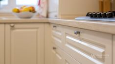 Mobila bucatarie clasica L-Shape - Mobila la comanda MOBIERA Iasi Galley Kitchen Remodel, Kitchen Interior, Kitchen Cabinets, Home Decor, Decoration Home, Room Decor, Cabinets, Home Interior Design, Dressers