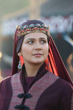 Turkish Fashion, Turkish Beauty, Turkish Wedding, Best Profile Pictures, Bae, Esra Bilgic, Folk Clothing, Horse Portrait, Girl Celebrities