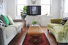 i love this couch combo. one modern, one vintage. we need to find a good vintage one to complete our living room!