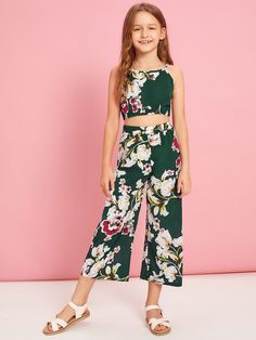 To find out about the Girls Floral Print Cami and Wide Leg Pants Set at SHEIN, part of our latest Girls Two-piece Outfits ready to shop online today! Preteen Girls Fashion, Girls Fashion Clothes, Teen Fashion Outfits, Girl Fashion, Dresses Kids Girl, Kids Outfits Girls, Cute Dresses, Cute Lazy Outfits, Crop Top Outfits