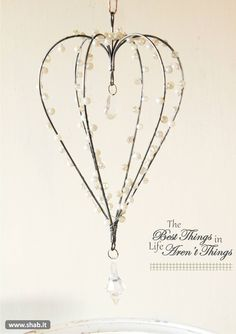 Pretty Heart Hanging Decoration- Pretty sure you could use coat hangers, craft wire, pearl beads and fishing line to make this. Wire Hanger Crafts, Wire Crafts, Metal Crafts, Cd Crafts, Wire Coat Hangers, Plant Hangers, Diy Lampe, Art Du Fil, Beads And Wire