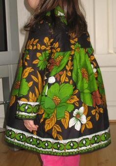 Cool retrokappa i fantastisk bomullssatin med unikt mönster från  Grace of Sweden