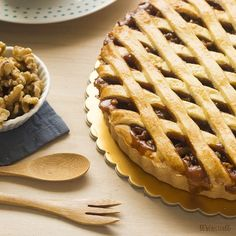 Ecco la crostata al caramello e noci servita in tavola! Cupcake Cookies, Cupcakes, I Foods, Apple Pie, Tart, Cheesecake, Deserts, Dessert Recipes, Cooking Recipes