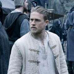 3 Reasons King Arthur: Legend of the Sword Flopped