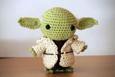 PATRÓN EN ESPAÑOL SCHEMA IN ITALIANO Hello there! Today I want to share with you a free amigurumi pattern of Yoda! I created this crochet chibi version a few years ago, as a commission from a hard-… Crochet Amigurumi Free Patterns, Crochet Dolls, Free Crochet, Star Wars Crochet, Crochet Stars, Star Wars Yoda, Theme Star Wars, Chibi, Yarn Tail
