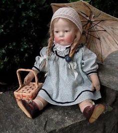Alte-sehr-schoene-Kaethe-Kruse-Puppe-I-H-mit-Haare-verschiedene-Kleidungsstuecke