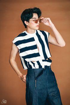 "Gulfkanawut__Official on Twitter: ""ก็จะเท่ๆนิดๆ เฟี้ยวๆหน่อยๆ 😎🤭 #GulfKanawut #ลูกบอลของคุณบิ๊กกลัฟ #หวานใจมิวกลัฟ… "" Asian Boys, Asian Men, Blue Sky Wallpaper, New Romantics, Blonde Guys, Baby G, Thai Model, Male Poses, Kpop"