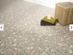 Traité pour des pièces comme la salle de bains, un sol PVC imitation galet. largeur 2M chez Leroy Merlin