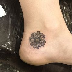 Couldn't get rid of the stencil haze, but thanks heaps Rebecca! You handled your first tattoo way better than I did haha #flower #flowertattoo #sydgc #sunflower #cross #daisy #tattoos #tattooapprentice