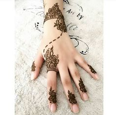 1000 Latest Simple Henna Tattoos Designs for Girl. New henna tattoo designs images collection with simple pattern and easy to draw on hand for girl Henna Flower Designs, Henna Tattoo Designs Simple, Finger Henna Designs, Henna Art Designs, Modern Mehndi Designs, Mehndi Designs For Girls, Mehndi Simple, Mehndi Designs For Fingers, Easy Henna Tattoos