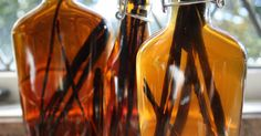 Homemade vanilla extract is one of my favorite things that I made for my family for Christmas. It is so easy to make, but it really is a gourmet treat. Homemade Vanilla Extract, Lava Lamp, Alcoholic Drinks, Good Food, Ale, Pumpkin, Cooking, Dessert, Kitchen