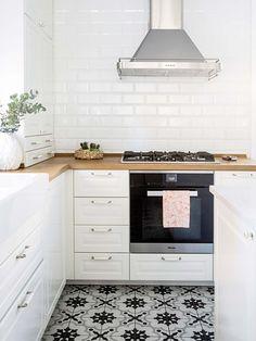 Porcelánico que imita la baldosa hidráulica- Micasarevista Cuisines Design, Rustic Kitchen, Home Renovation, My Dream Home, Home Kitchens, Kitchen Remodel, Kitchen Cabinets, Kitchen Stove, Sweet Home