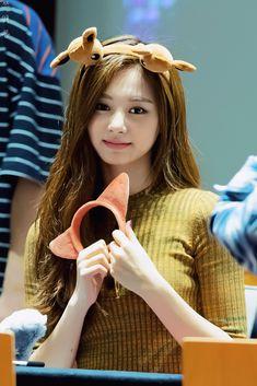 Cute Asian Girls, Beautiful Asian Girls, Beautiful Women, South Korean Girls, Korean Girl Groups, Tzuyu Wallpaper, Sana Momo, Chou Tzu Yu, Ordinary Girls