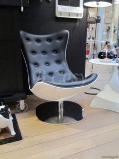 J-Line Moderne lounge kuipstoel op centrale voet zwart wit