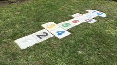 Os proponemos hacer un juego de la Rayuela para el jardín con unas losetas de hormigón que tendrán los números personalizados en ellas. A continuación podréis ver el paso a paso de este trabajo.