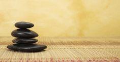 Kraft tanken bei der Hot Stone Massage.