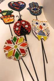 Resultado de imagen para imagenes de macetas con mosaiquismo Mosaic Garden Art, Mosaic Art, Mosaic Glass, Mosaic Tiles, Glass Art, Tile Crafts, Mosaic Crafts, Mosaic Projects, Stained Glass Mirror