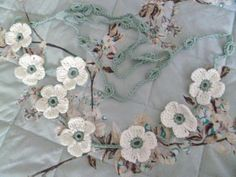 Free pattern - Christmas Rose Bunting