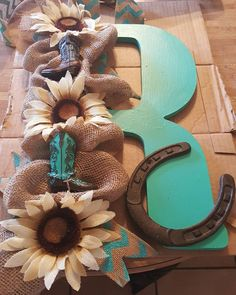 Im Tyana the cowgirl loving my door hanger it will look amazing on my door. DM or text 2254481312 to place your order. Western Crafts, Western Decor, Country Decor, Rustic Decor, Western Wreaths, Horseshoe Projects, Horseshoe Crafts, Horseshoe Art, Horseshoe Wreath