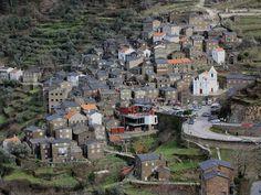 Pratos e Travessas: Piodão-Bela aldeia vestida de xisto e enfeitada de azul