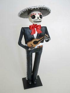 mariachi guitarrista catrina papel mache