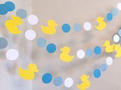 Decoración de Patito de goma para cumpleaños http://tutusparafiestas.com/decoracion-de-patito-de-goma-para-cumpleanos/ #DecoracióndePatitodegomaparacumpleaños #fiestapatitodegoma #fiestapatitodehule #ideasparafiestadepatitodegoma