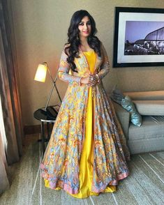 Gown Party Wear, Party Wear Indian Dresses, Indian Gowns, Party Wear Frocks, Indian Anarkali, Indian Wear, Bridal Dresses, Long Dress Design, Dress Designs