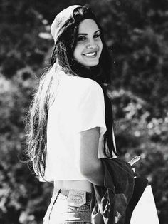 Lana del rey street style inspiration Paradise era baseball cap white t-shirt