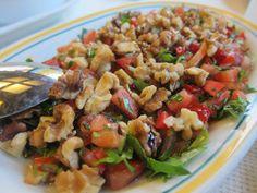 Gavurdağı Salatası - turkkilainen tomaattisalaatti saksanpähkinöillä
