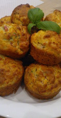 Kinkkumuffinssit ❤ Ketogenic Recipes, Diet Recipes, Vegan Recipes, Keto Results, Savory Pastry, Tasty, Yummy Food, Healthy Food, Keto Dinner