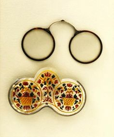 The spectacles and spectacle case of King James II, late 17th and early 18th century (via V Museum)