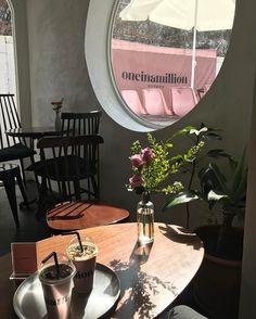 화요일 점심 광합성중 #평일점심이라니#맙소사#행복해 #한남카페#원인어밀리언 Busan Korea, Seoul Korea, Korean Coffee Shop, Korea Cafe, Seoul Cafe, Coffee Shop Aesthetic, Cafe Shop Design, Cute Cafe, Korean Aesthetic