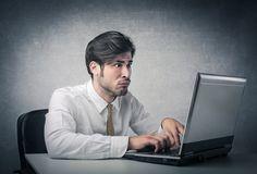 In den sozialen Netzwerken wird vieles geteilt, geliked oder kommentiert. Doch nicht immer wird dabei an die Folgen gedacht. Diese Verhalten schrecken jeden Personaler ab...