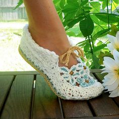 Ravelry: Garden Party Loafers pattern by Genevive Hunter