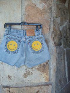 90s SMILEY FACE SHORTS vintage Levi's denim cutoffs high waist suede patches M