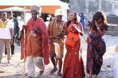 What a wonderful wedding to document to start our wedding season with Grace and Moses gorgeous wedding in Ruai,Kenya. Nigerian Traditional Wedding, Traditional Wedding Decor, African Wear, African Fashion, Wedding Ceremony, Our Wedding, Wedding Ideas, Kenyan Wedding, African Design