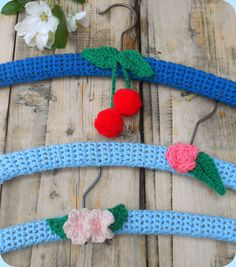 Free Crochet Pattern and Tutorial for these sweet coat hangers,From Lazy Daisy Jones.