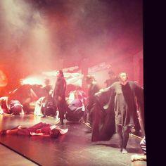 """""""Aquiles, Hector ha matado a Patroclo"""". Escena de """"La Iliada"""", dentro del Festival Juvenil de Teatro Grecolatino Prosopon, hoy en el @teatroesquinas"""