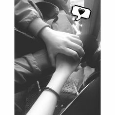 ♡ pinterest // Hamy Hamy♡ Hand Pictures, Love Pictures, Couple Pictures, Couple Ulzzang, Couple Holding Hands, Hand Holding, Profile Pictures Instagram, Insta Snap, Romantic Pictures