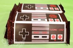 Nintendo party favor idea: Hershey& chocolate bar with a print out of a Nintendo controller. Super Mario Bros, Super Mario Birthday, Mario Birthday Party, Super Mario Party, 6th Birthday Parties, 80s Party, 10th Birthday, Birthday Ideas, Skate Party
