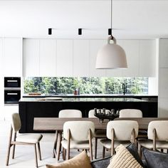 glass splash back, cupboards, black and white stone, minimalist cabinet, contemporary downlight Luxury Kitchen Design, Interior Design Kitchen, Küchen Design, Home Design, Cocinas Kitchen, Contemporary Interior Design, Minimalist Kitchen, Minimalist Style, Interiores Design