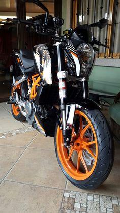 Motorcycle Style, Bobber Motorcycle, Custom Street Glide, Ktm Duke 200, Duke Bike, Custom Sport Bikes, Royal Enfield Bullet, Custom Baggers, Moto Bike