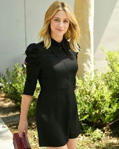 Lili Reinhart attends the new H&M Westfield Century City opening on August Lili Reinhart, Teen Choice Awards, Betty Cooper Riverdale, Cleveland, Cornelia Hale, Cute Girl Face, Beautiful Actresses, Foto E Video, Beautiful People