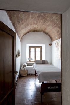 Ebbio's massage, theraphist room, farmhouse countryside, semplicity, hospitality, agriturismo, retrat, holyday, vacation, italian villa tuscany, monteriggioni, siena, teambuilding, retreat, seminary, teachertraining, yoga, family, holyday  credits: @sibilladevuono homedecor, recicled, antique, treasure finder, stylist  @romainricard picture @camilletricoire flowers and composition