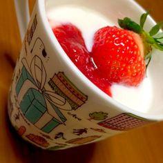 自家製ヨーグルトに自家製イチゴジャム! オリゴ糖はかかせません✨ - 17件のもぐもぐ - 苺ヨーグルト✨ by rrkcy1126