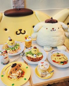 My stopover in Singapore meant spending time with my mum's family, all you can eat hawker food, and a visit to Pompompurin Cafe to eat all… Food Kawaii, Kawaii Cooking, Japanese Sweets, Japanese Food, Cute Desserts, Dessert Recipes, Good Food, Yummy Food, Cafe Food