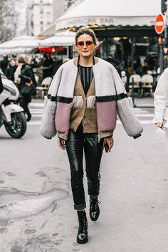Best Street Style at Paris Fashion Week Fall 2018 trend street style fashion outfit Looks Street Style, Street Style Trends, Autumn Street Style, Look Fashion, Paris Fashion, Fashion Outfits, Fashion Trends, Fashion Fall, Fashion Lookbook