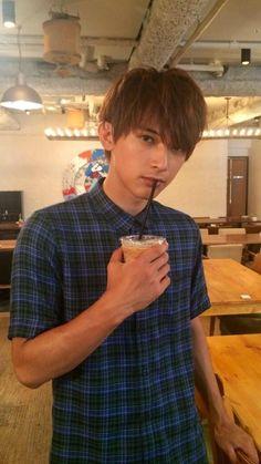Yoshizawa Ryo — i dunno him but he's handsome and hot Asian Love, Asian Men, Ryo Yoshizawa, Cute Teenage Boys, Japanese Boy, Japan Fashion, Asian Actors, Actor Model, Male Face